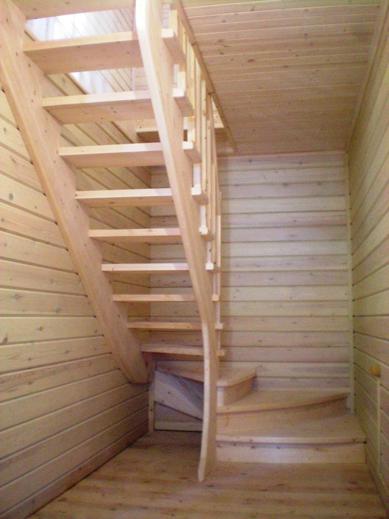 Лестница на второй этаж для дачи своими